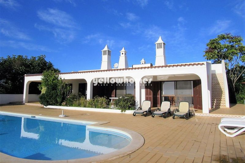 Traditional five bedroom villa with fantastic sea views